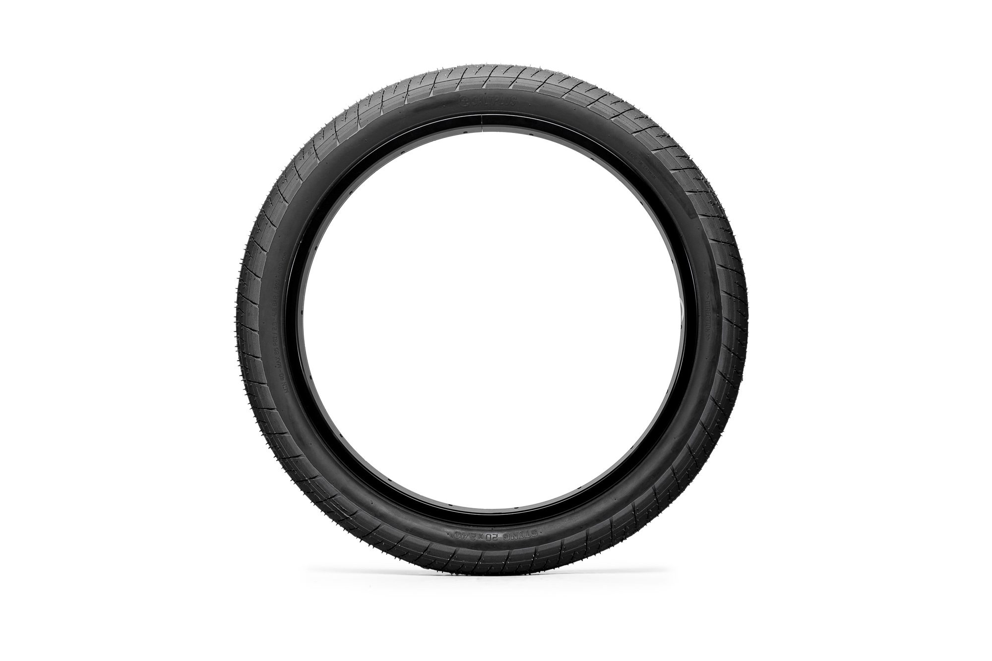 SaltPlus_Sting_tire_black_03
