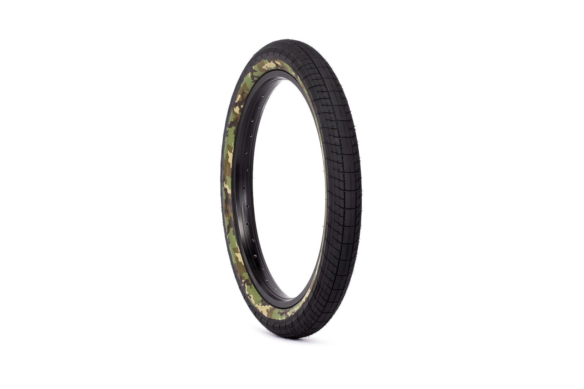 SaltPlus_Sting_tire_black_camo-02